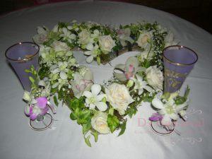 Декор свадеб комбинированной композицией из цветов дешево