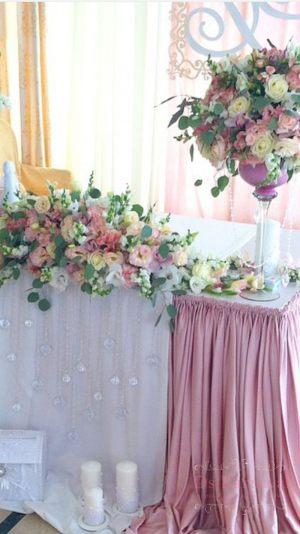 Оформление свадьбы комбинированной композицией из цветов фото