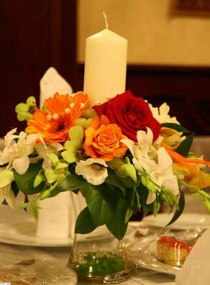 Украшение свадеб комбинированной композицией из цветов фото