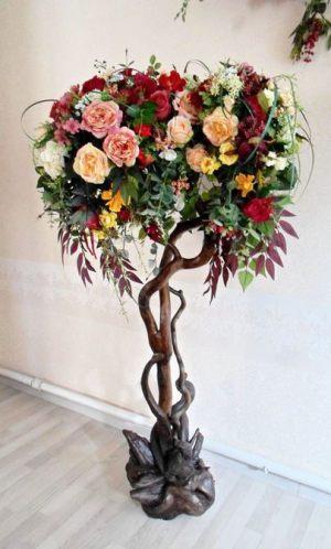 Декор свадеб композицией из искусственных цветов в Москве