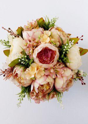 Декор свадеб композицией из искусственных цветов фото