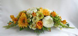 Украшение свадеб композицией из искусственных цветов недорого