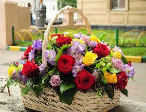 Оформление свадеб композицией цветов в корзинах цены