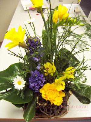 Оформление на свадьбу композицией цветов в корзинах дешево