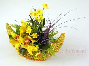 Украшение свадеб композицией цветов в корзинах дешево