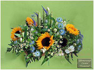 Декор свадьбы композицией цветов в корзинах недорого в Москве