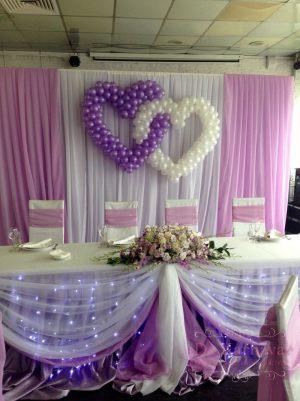 Оформление свадьбы композицией из цветов на президиум недорого в Москве