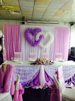 Украшение на свадьбу композицией из цветов на президиум недорого цены