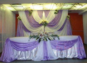 Оформление свадьбы композицией из цветов на президиум фото и цены