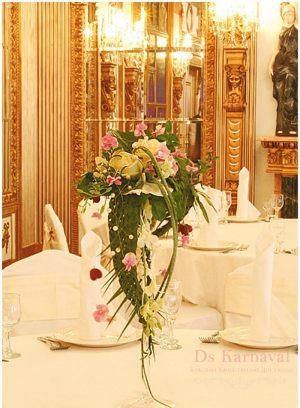 Декор свадеб маленькой композицией цветов недорого цены