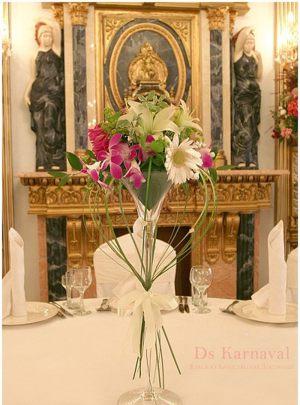Декор свадеб маленькой композицией цветов фото и цены