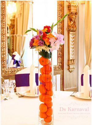 Украшение свадьбы маленькой композицией цветов красиво