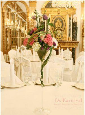 Оформление свадеб маленькой композицией цветов оригинально