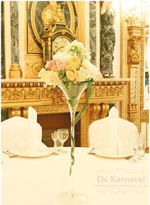 Оформление свадеб маленькой композицией цветов дешево