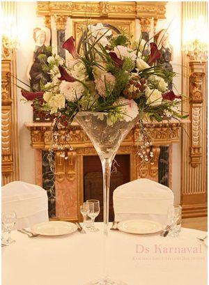 Декор свадьбы маленькой композицией цветов оригинально