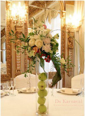 Декор на свадьбу маленькой композицией цветов цены