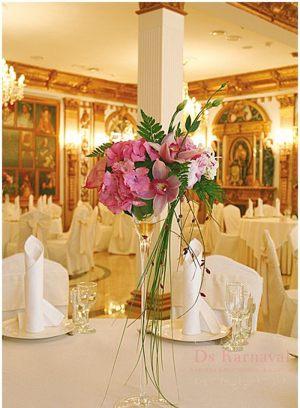Оформление свадьбы маленькой композицией цветов недорого