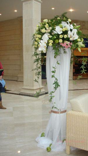 Оформление на свадьбу напольной композицией цветов фото и цены