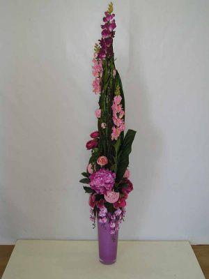 Декор на свадьбу напольной композицией цветов в Москве