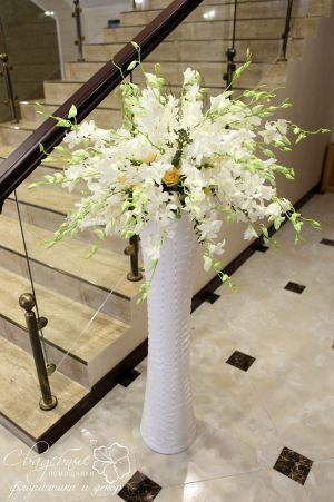 Украшение свадьбы напольной композицией цветов недорого цены