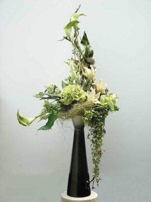 Декор свадьбы напольной композицией цветов фото