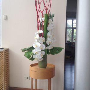 Декор на свадьбу напольной композицией цветов оригинально