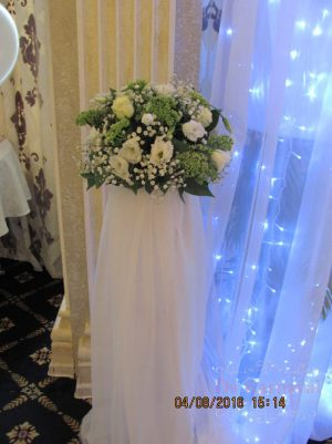 Оформление на свадьбу напольной композицией цветов фото