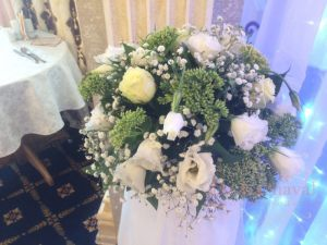 Декор на свадьбу напольной композицией цветов дешево