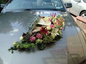 Оформление машины цветами к свадьбе цены