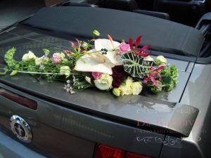 Оформление машины цветами на свадьбу фото