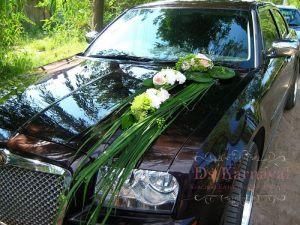 Украшение машины цветами к свадьбе недорого в Москве