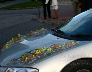 Украшение машины цветами к свадьбе недорого
