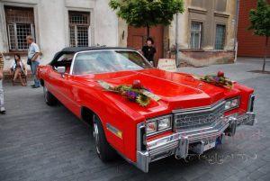 Украшение машины цветами к свадьбам оригинально