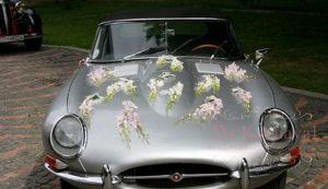 Оформление машины цветами на свадьбу недорого