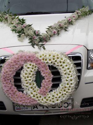 Оформление машины цветами к свадьбе в Москве