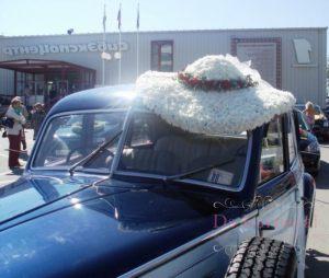 Оформление машины цветами к свадьбе красиво