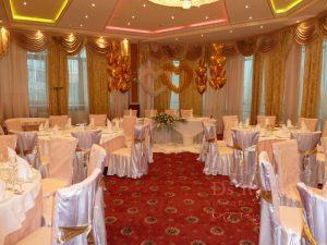 Украшение банкетного зала на свадьбу оригинально