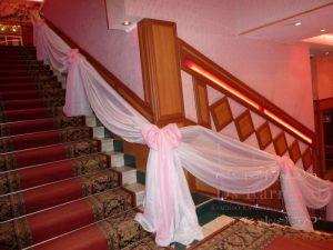 Оформление лестницы для свадеб цены