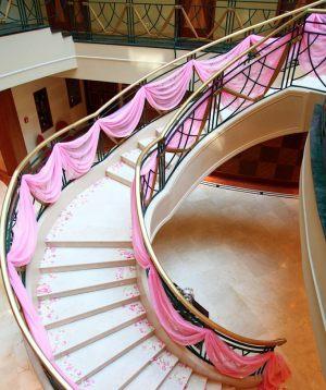 Декор лестницы для свадеб цены