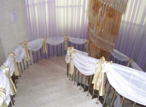 Декор лестницы на свадьбу в Москве