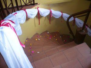 Украшение лестницы на свадьбу цены