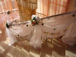 Украшение лестницы для свадеб в Москве