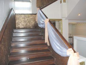 Украшение лестницы для свадьбы недорого в Москве