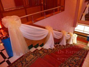 Оформление лестницы для свадьбы красиво
