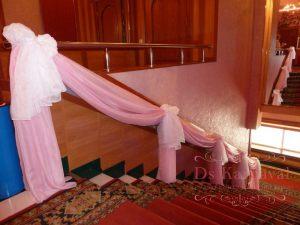 Декор лестницы для свадьбы в Москве