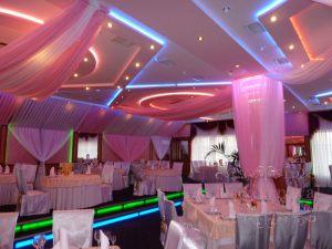 Украшение ресторана на свадьбу тканью в Москве