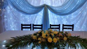 Украшение президиума для свадьбы оригинально