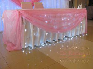 Украшение стола молодых тканью для свадеб цены