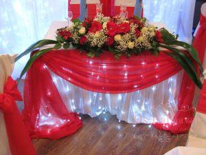 Украшение стола молодых тканью для свадьбы недорого
