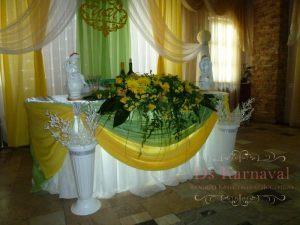 Декор стола молодых тканью на свадьбу красиво